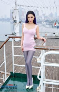 [AISS 爱丝] Sophie – Everyone loves long legs and sister paper