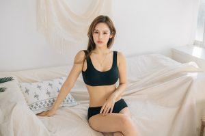 Hyun Jung – Black Innerwear