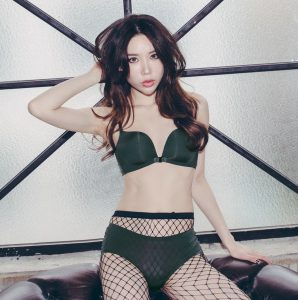 Min Jung – Black n Dark Green