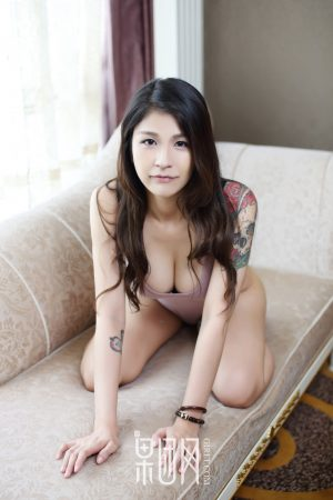 [Girlt 果 团 网] No.070 Sour Sauce Rabbit-Fragrant Shoulders and Raw Flowers! Large-scale private photos of tattooed rebellious women leaked