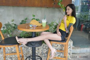 [IESS 异 思 趣向] Silk foot lunch 129 Xiao Xiao-Do not look at the flower arm look at the thigh