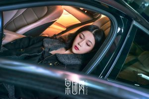 [Girlt 果 团 网] No.107 Weiwei-Beauty vs luxury cars which one do you choose!
