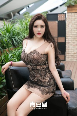 [QingDouKe 青豆 客] Big-eyed beauty gold BABY outdoor pool style photo show big breasts