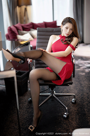 XIUREN No.3213 Yan Mo – The long and fit body outlined in a scarlet dress